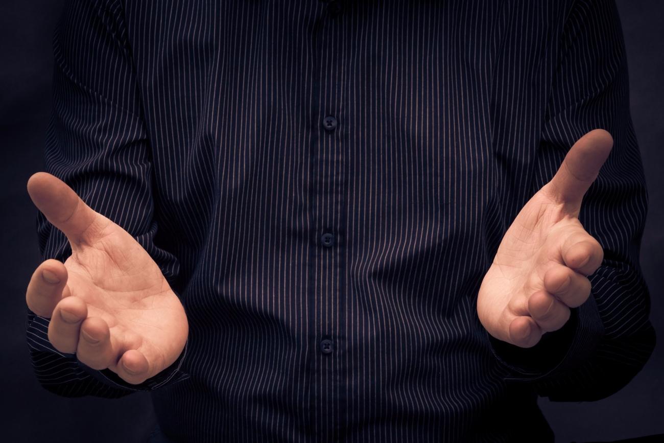 Persuasive Hand Gestures